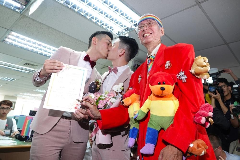 【同婚除bug】還沒有英文版證書… 中港澳伴侶登記「努力中」